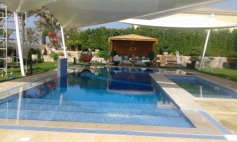 swimming-pool-shades